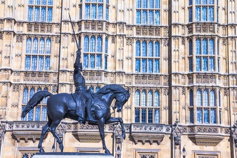 Estátua do rei Richard mim na jarda velha do palácio do palácio de Westminster imagem de stock royalty free