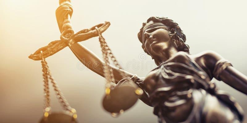 A estátua do símbolo de justiça, imagem legal do conceito da lei fotos de stock