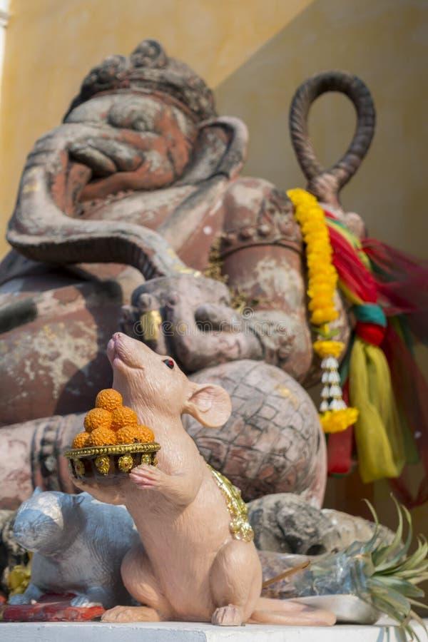 Estátua do templo de Ganesha do deus do hinduist em público em Tailândia, imagens de stock royalty free