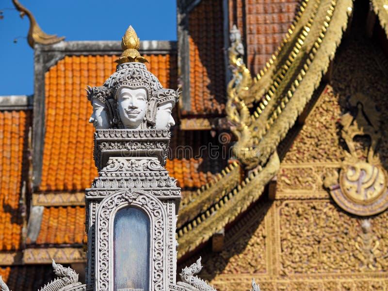 Estátua do templo de Tailândia imagens de stock