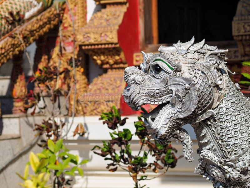Estátua do templo de Tailândia fotografia de stock