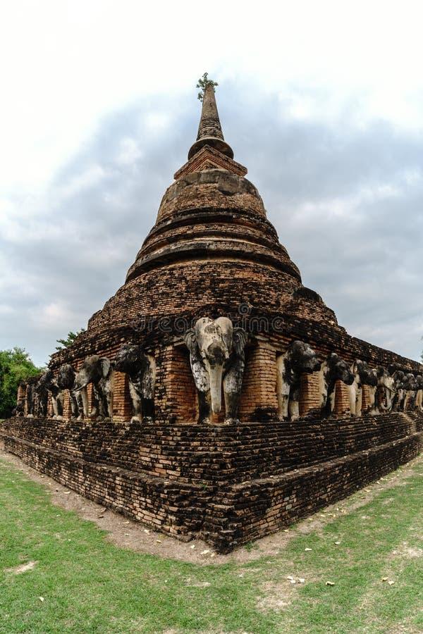 Estátua dos elefantes do local do patrimônio mundial de Wat Chang Lom imagem de stock royalty free
