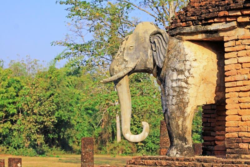 Estátua dos elefantes em Wat Chang Lom, Sukhothai, Tailândia foto de stock