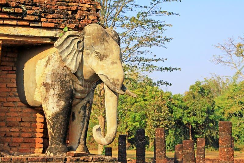 Estátua dos elefantes em Wat Chang Lom, Sukhothai, Tailândia foto de stock royalty free