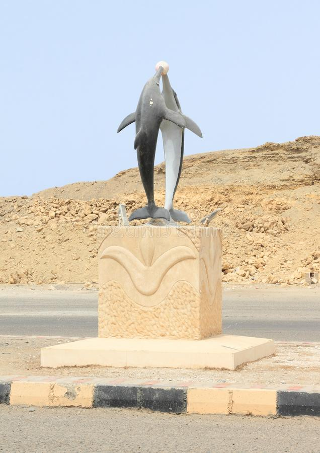 Estátua dos golfinhos em Marsa Alam imagem de stock