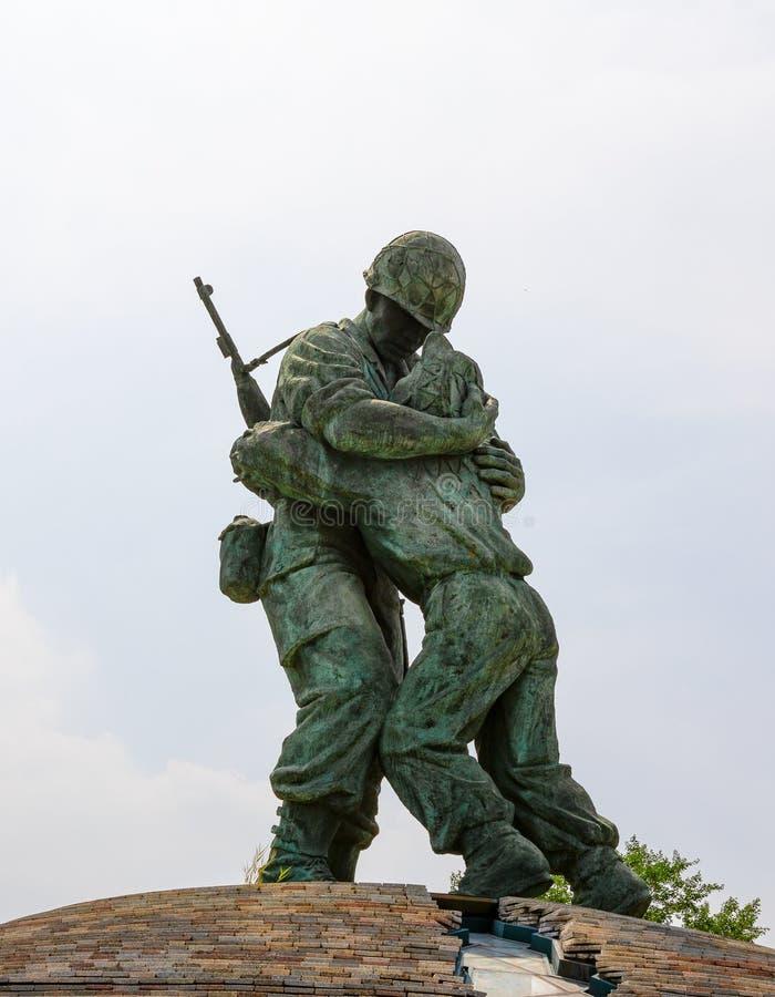 Estátua dos irmãos no memorial de guerra de Coreia em Seoul, Coreia do Sul fotos de stock