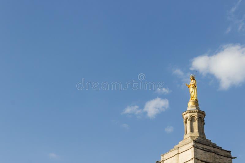 Estátua dourada de mary virgem imagem de stock royalty free