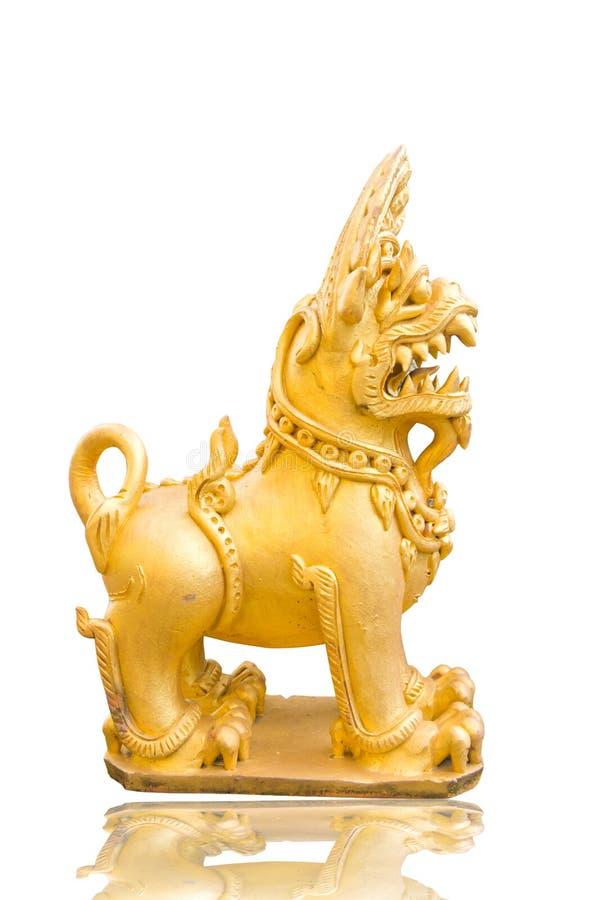 Estátua dourada tailandesa do leão foto de stock royalty free