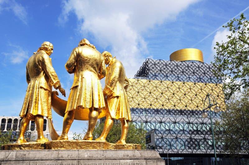 Estátua e biblioteca, Birmingham fotos de stock royalty free