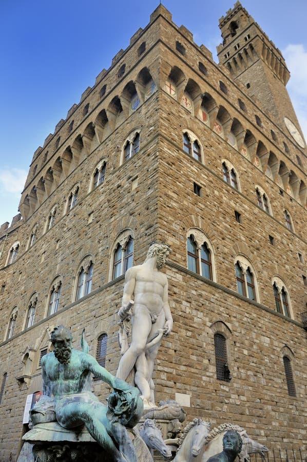 Estátua e palazzo de Netuno imagens de stock royalty free