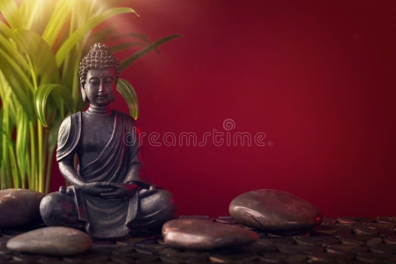 Estátua e pedras de Buddha foto de stock royalty free