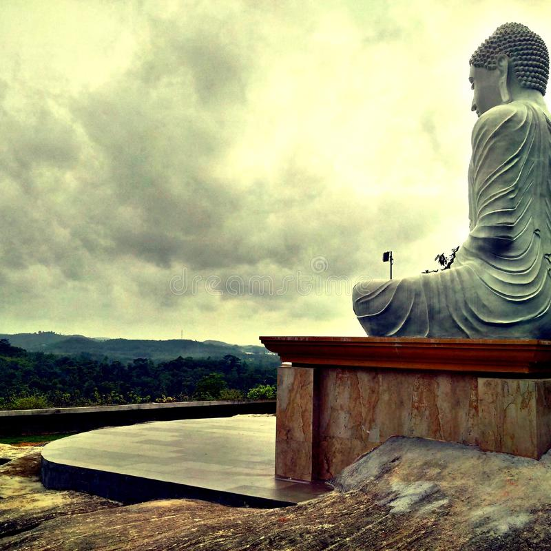 Estátua e templo de Lord Buddha Buddhist fotografia de stock