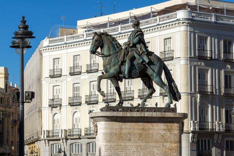 Estátua equestre de Carlos III em Puerta del Sol no Madri, Espanha foto de stock