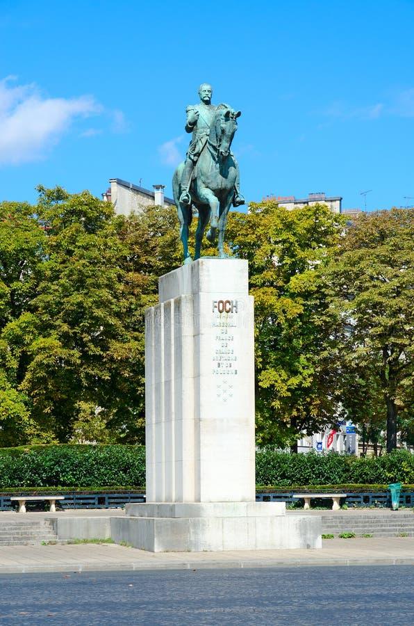 Estátua equestre do marechal Ferdinand Foch em Lugar famoso du Trocadero, Paris, França foto de stock