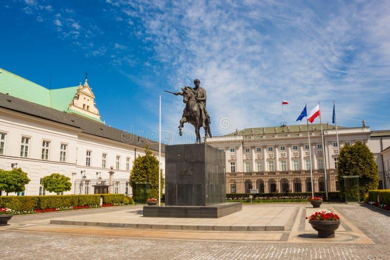 Estátua equestre do príncipe Jozef Antoni Poniatowski na frente de imagem de stock