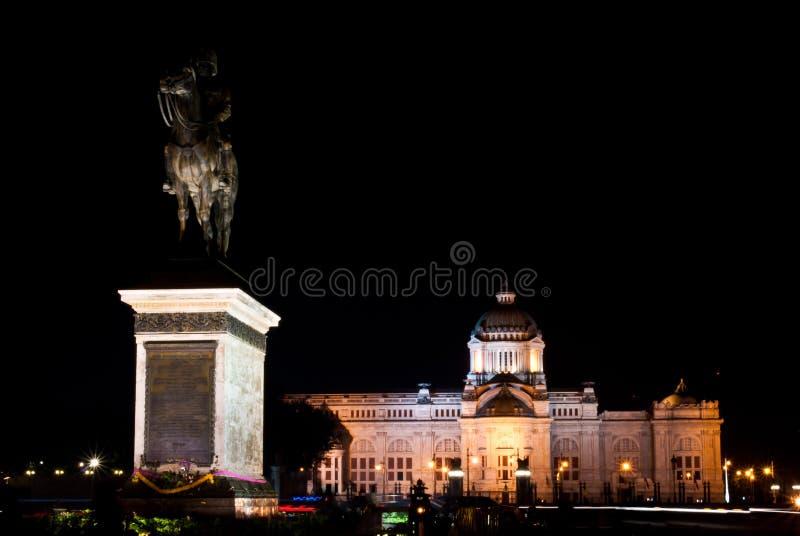 A estátua equestre do rei Chulalongkorn imagens de stock royalty free