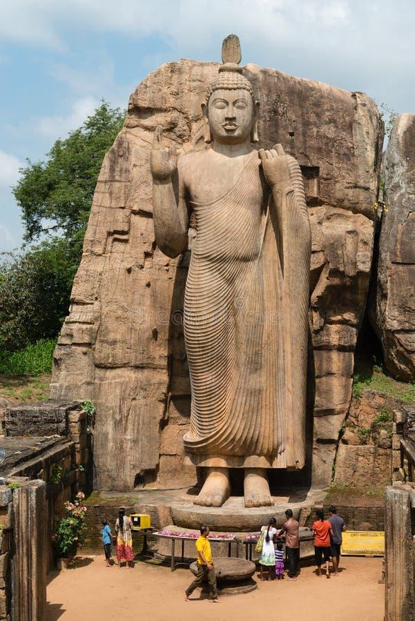 Estátua ereta da Buda de Avukana, Sri Lanka. imagem de stock