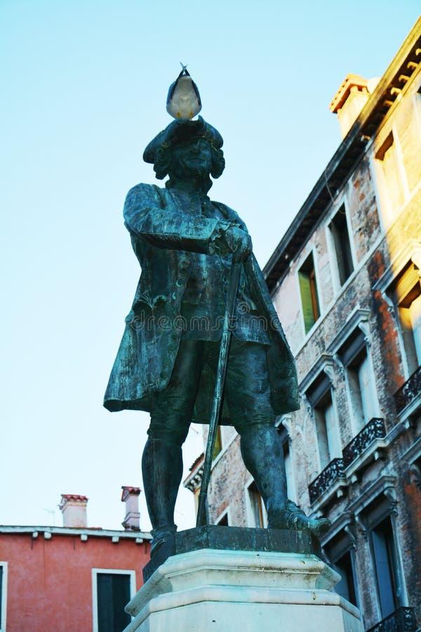 Estátua famosa de Carlo Goldoni, Veneza, Itália imagem de stock
