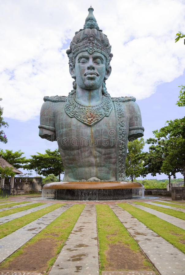 Estátua gigante de Vishnu em Bali, Indonésia fotografia de stock royalty free