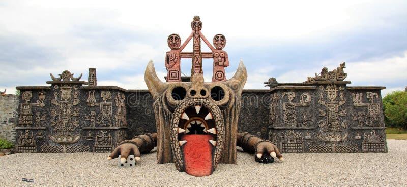 Estátua gigante do dragão fotografia de stock royalty free