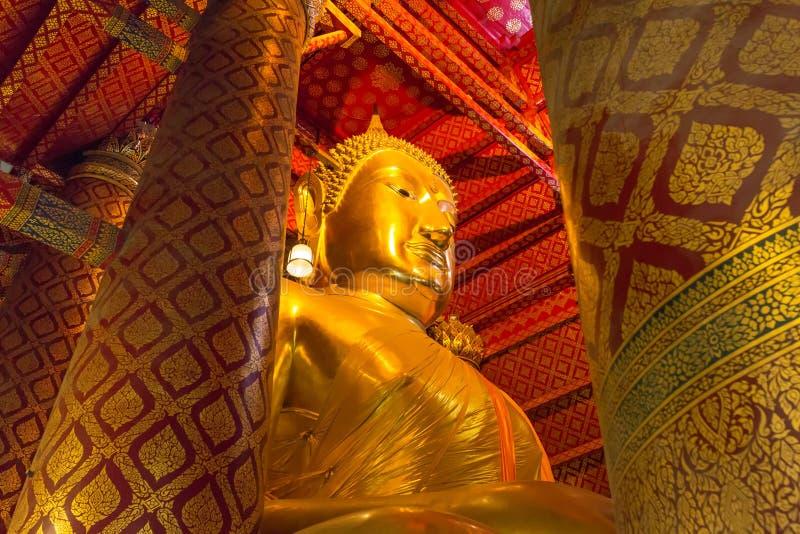 Estátua grande da Buda em Wat Phanan Choeng Temple no parque histórico de Ayutthaya fotografia de stock