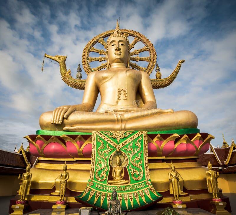 Estátua grande da Buda em Wat Phra Yai, Koh Samui, Tailândia imagens de stock