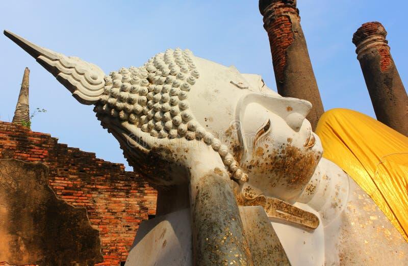 Estátua grande de buddha no templo antigo Wat Phra Sri Sanphet, Royal Palace velho Ayutthaya, Tail?ndia imagens de stock