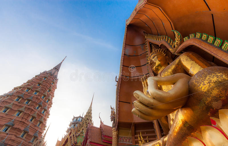 Estátua grande Wat Tham Sua da Buda imagens de stock royalty free