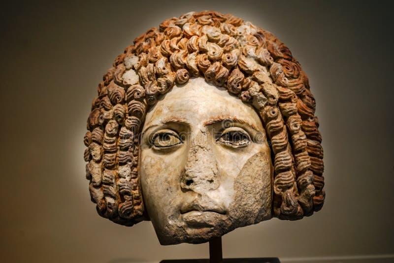 Estátua grega fêmea Museu arqueológico nacional do retrato da mulher imagens de stock royalty free