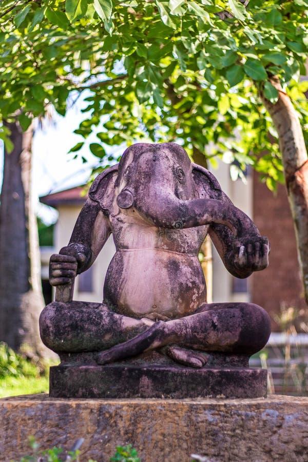 Estátua hindu de Ganesha do deus: Senhor do sucesso imagens de stock