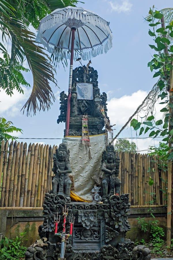 Estátua hindu do balinese tradicional típico para proteger a casa foto de stock