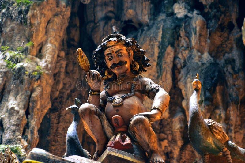 Estátua hindu em cavernas de Batu, Malásia do homem foto de stock