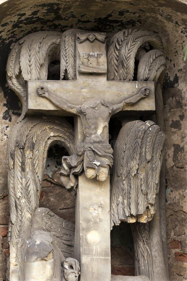 Estátua histórica no cemitério velho de Praga do mistério, República Checa imagem de stock royalty free