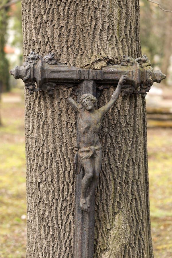 Estátua histórica no cemitério velho de Praga do mistério, República Checa fotografia de stock royalty free