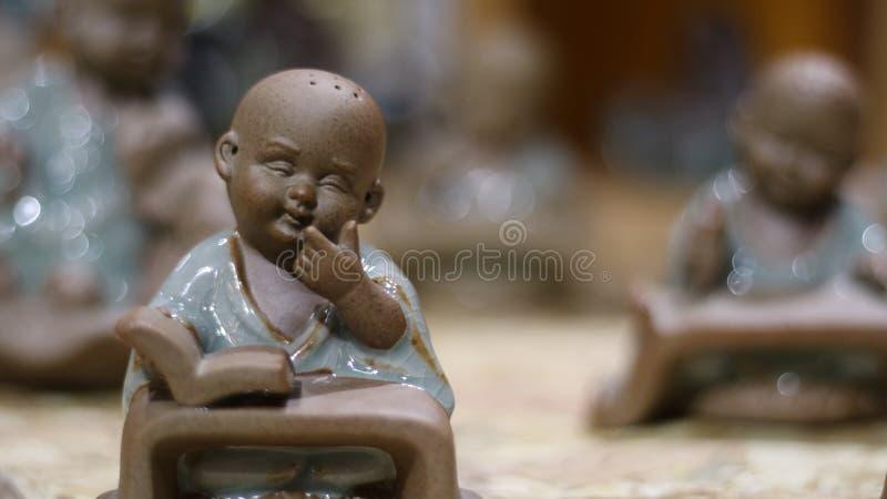 Estátua inocente do principiante no tiro do close-up fotos de stock