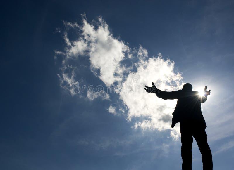 Estátua levantada dos braços imagem de stock