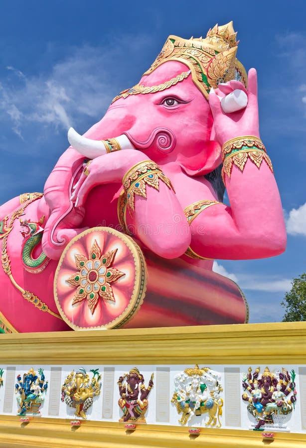 A estátua a maior do ganesha cor-de-rosa em Tailândia imagens de stock