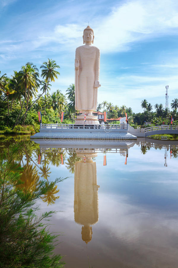 A estátua memorável do tsunami famoso, situada na vila de Peraliya, ao lado de Hikkaduwa, Sri Lanka fotografia de stock royalty free