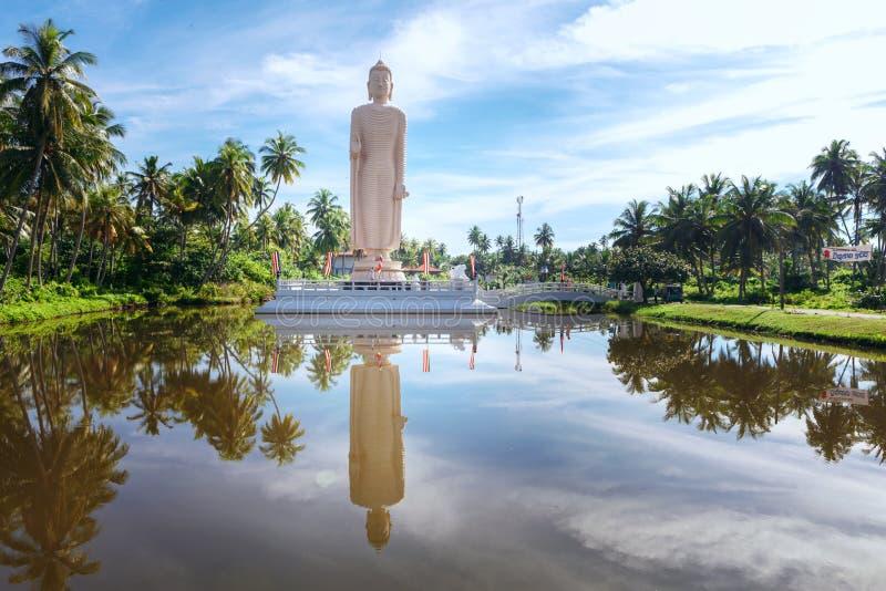 A estátua memorável do tsunami famoso, situada na vila de Peraliya, ao lado de Hikkaduwa, Sri Lanka foto de stock