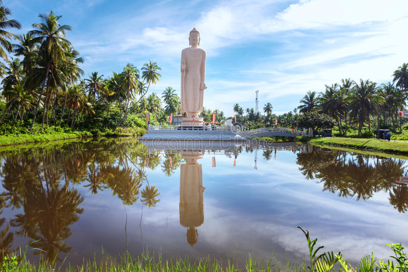 A estátua memorável do tsunami famoso, situada na vila de Peraliya, ao lado de Hikkaduwa, Sri Lanka fotografia de stock