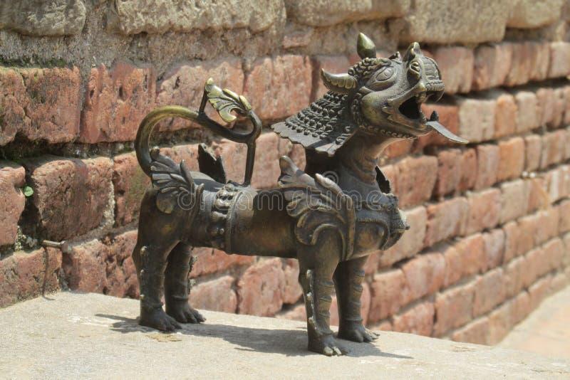 Estátua mitológica asiática de Qilin em Bhaktapur, Nepal fotografia de stock royalty free