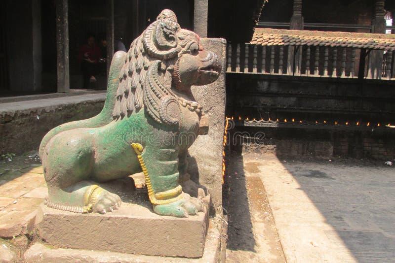 Estátua mitológica asiática de Qilin em Bhaktapur, Nepal imagens de stock royalty free
