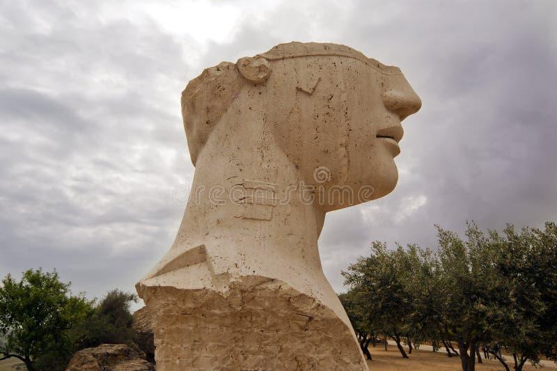 Estátua na área archeological de Agrigento imagens de stock