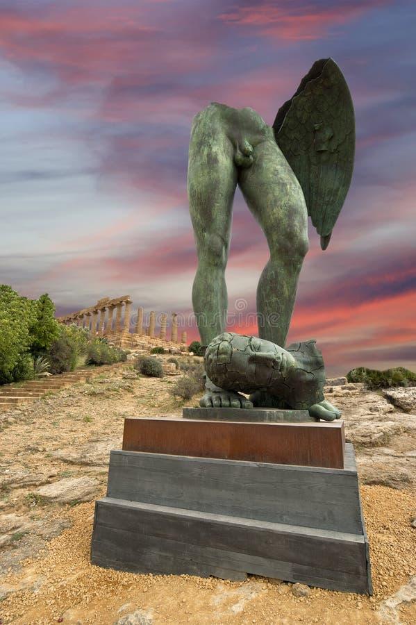 Estátua na área archeological de Agrigento fotos de stock