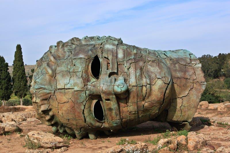 A estátua na área archeological de Agrigento imagem de stock