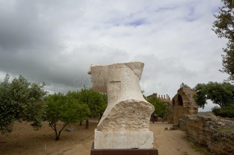 Estátua na área arqueológico de Agrigento, Sicília, Itália imagem de stock royalty free