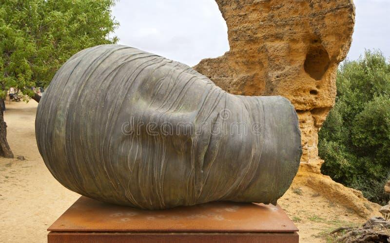 estátua na área arqueológico de Agrigento, Sicília, Itália fotografia de stock