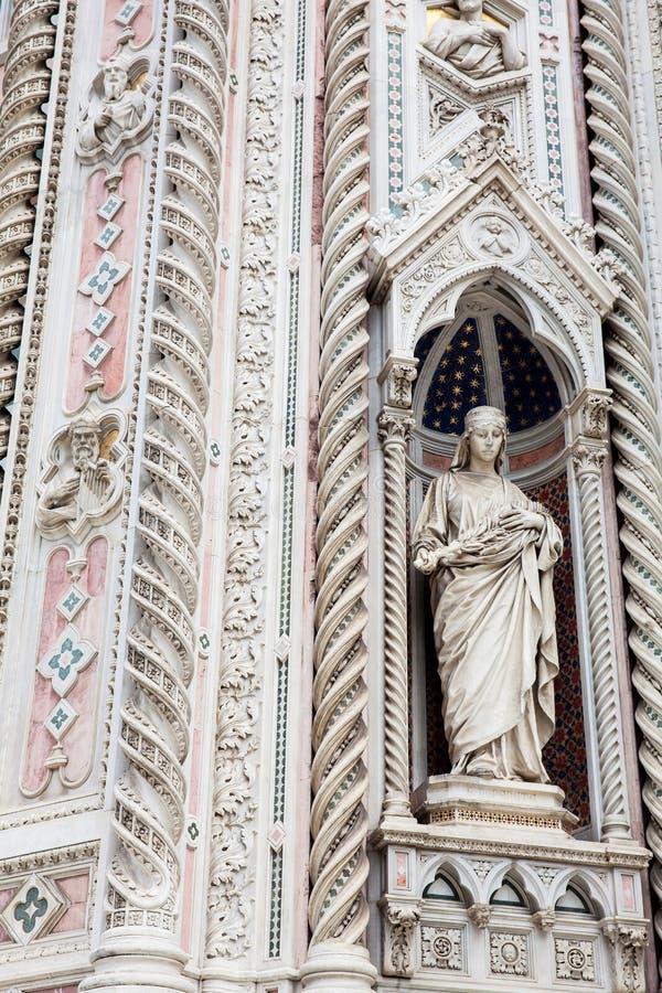A estátua na fachada de Florence Cathedral chamou formalmente di Santa Maria del Fiore de Cattedrale consagrou em 1436 foto de stock