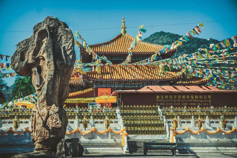 Estátua na figura fé da escultura de China de Ásia da religião do templo religiosa fotografia de stock
