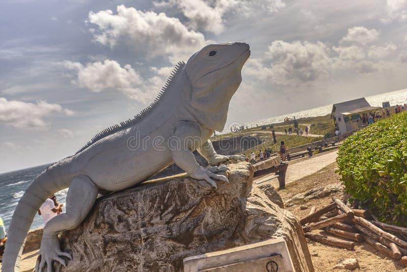 Estátua na forma de uma iguana fotografia de stock